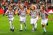 15-08-2015 VOETBAL:AJAX-WLLEM II:AMSTERDAM<br /> Line up kinderen en jonge supporters van Willem II<br /> <br /> <br /> Foto: Geert van Erven