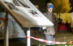 03.10.2015, Grenzübergang, Salzburg - Freilassing, GER, Flüchtlingskrise in der EU, im Bild ein Flüchtlingskind wartet auf den Grenzübertritt // A refugee child is ready for the crossing the border. Europe is dealing with its greatest influx of migrants and asylum seekers since World War II as immigrants fleeing war and poverty in the Middle East, Afghanistan and Africa try to reach Germany and other Western European countries, German - Austrian Border, Salzburg on 2015/10/03. EXPA Pictures © 2015, PhotoCredit: EXPA/ JFK