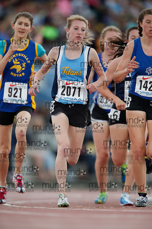 Carlee Cassidy of St Thomas Aquinas - Lindsay competes in the senior girls 3000m at the 2013 OFSAA Track and Field Championship in Oshawa Ontario, Saturday,  June 8, 2013.<br /> Mundo Sport Images/ Geoff Robins