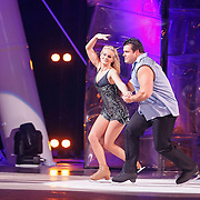 NLD/Hilversum/20130101 - 1e Liveshow Sterren dansen op het IJs 2013, Jarno Hams en schaatspartner Katy Stainsby