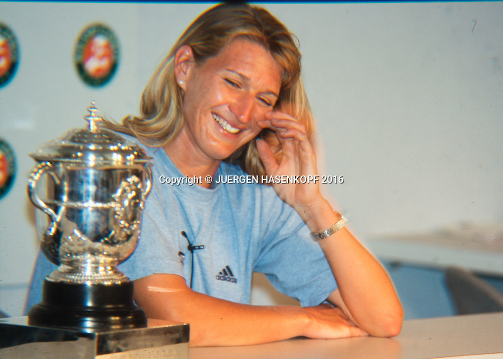 Steffi Graf (GER), Pressekonfernz, Roland Garros, French Open 1996<br /> <br /> Tennis - French Open 1996 - Grand Slam ATP / WTA -  Roland Garros - Paris -  - France  - 21 November 2016.