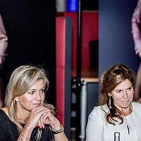Nederland, Rotterdam,26 oktober 2016.<br /> Hare Majesteit Koningin Máxima is woensdagavond 26 oktober aanwezig bij de eerste regionale Groeikamer, een evenement georganiseerd door nlgroeit en InnovationQuarter. De bijeenkomst vindt plaats bij de Kamer van Koophandel in Rotterdam.<br /> De Groeikamer is een initiatief van nlgroeit en wordt in Rotterdam georganiseerd met InnovationQuarter, de regionale ontwikkelingsmaatschappij voor Zuid Holland. Nlgroeit is een meerjarenprogramma van het Ministerie van Economische Zaken, de Kamer van Koophandel en NLevator en wordt gesteund door NL2025. Het heeft tot doel het groeivermogen in het Nederlandse midden- en kleinbedrijf te vergroten. Dat kan door ondernemers bewust te maken van groeikansen, hen te activeren om gebruik te maken van coaching en opleiding en hen te faciliteren bij het vinden van de ideale match met een coach, mentor of opleiding.<br /> Koningin Máxima heeft een ontmoeting met de Raad van Groeiambassadeurs, is aanwezig bij een deel van het plenair programma en neemt deel aan enkele rondetafelgesprekken. <br /> <br /> Foto: Jean-Pierre Jans