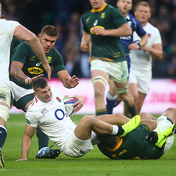 LONDON, ENGLAND - NOVEMBER 03: Damian de Allende of South Africa tackling Jonny May of England during the Castle Lager Outgoing Tour match between England and South Africa at Twickenham Stadium on November 03, 2018 in London, England. (Photo by Steve Haag/Gallo Images)