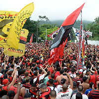 2019-10-20 Rio de Janeiro, Brazil Clube Flamengo fans, having party at the door of the training center, as players leave to go to the Libertadores of the Americas Cup final in Lima, Peru crowd Photo by André Durão / Swe Press