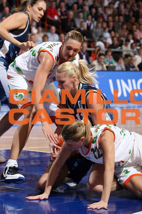 DESCRIZIONE : Brno Euroleague Women Final 4 2006 Final<br /> GIOCATORE : Stepanova Zirkova<br /> SQUADRA : VBM-SGAU Samara Gambrinus Sika Brno<br /> EVENTO : Euroleague Women Final 4 2006<br /> GARA : Gambrinus Sika Brno VBM-SGAU Samara<br /> DATA : 02/04/2006<br /> CATEGORIA : <br /> SPORT : Pallacanestro<br /> AUTORE : Agenzia Ciamillo&Castoria/E.Castoria<br /> Galleria : Year of the Women Basketball<br /> Fotonotizia : Brno Euroleague Women Final 4 2006 Final<br /> Predefinita :