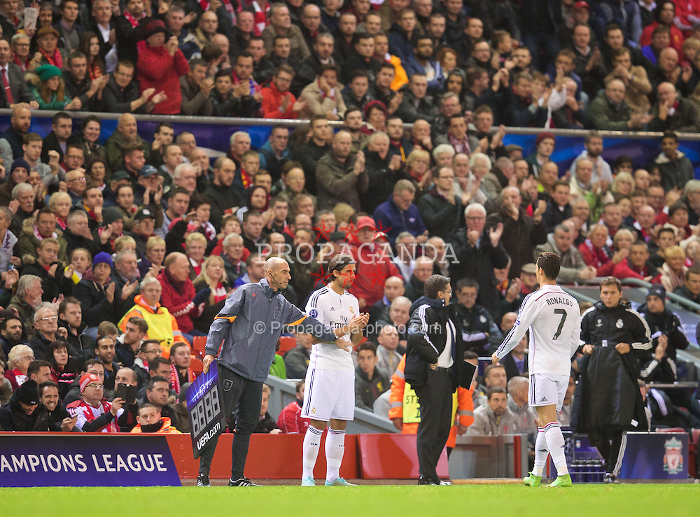 LIVERPOOL, ENGLAND - Wednesday, October 22, 2014: Real Madrid CF's Cristiano Ronaldo is applauded by the Liverpool supporters as he is substituted during the UEFA Champions League Group B match at Anfield. (Pic by David Rawcliffe/Propaganda)