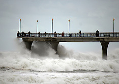 Christchurch-Last winds of Cyclone Pam lash New Brighton Pier