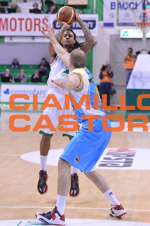 DESCRIZIONE : Siena Lega A 2012-13 Montepaschi Siena Vanoli Cremona<br /> GIOCATORE : Moss David<br /> CATEGORIA : three points<br /> SQUADRA : Montepaschi Siena<br /> EVENTO : Campionato Lega A 2012-2013 <br /> GARA :  Montepaschi Siena Vanoli Cremona<br /> DATA : 10/12/2012<br /> SPORT : Pallacanestro <br /> AUTORE : Agenzia Ciamillo-Castoria/GiulioCiamillo<br /> Galleria : Lega Basket A 2012-2013  <br /> Fotonotizia : Siena Lega A 2012-13 Montepaschi Siena Vanoli Cremona<br /> Predefinita :