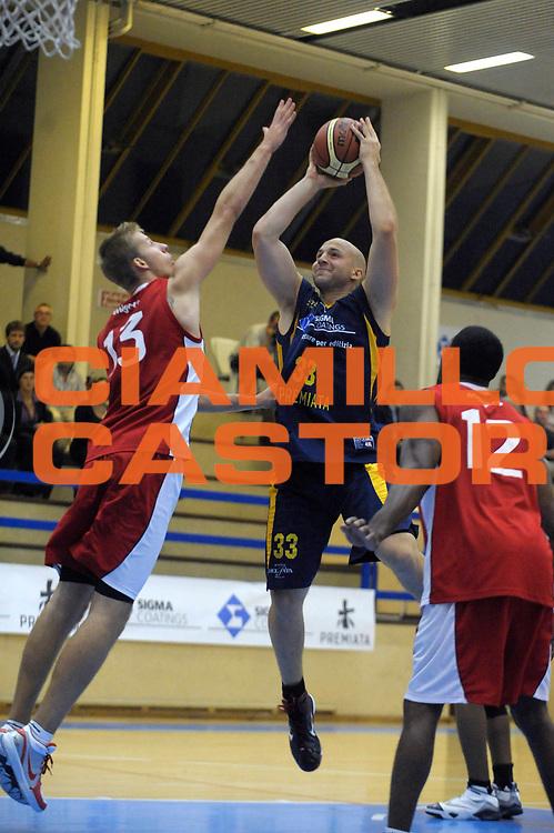 DESCRIZIONE : Varallo Sesia Lega A 2009-10 Amichevole Sigma Coatings Montegranaro UCC Casalpusterlengo<br /> GIOCATORE : Greg Brunner<br /> SQUADRA : Sigma Coatings Montegranaro<br /> EVENTO : Campionato Lega A 2009-2010<br /> GARA : Sigma Coatings Montegranaro UCC Casalpusterlengo<br /> DATA : 23/09/2009<br /> CATEGORIA : tiro<br /> SPORT : Pallacanestro<br /> AUTORE : Agenzia Ciamillo-Castoria/A.Dealberto<br /> Galleria : Lega Basket A 2009-2010<br /> Fotonotizia : Varallo Sesia Lega A 2009-10 Amichevole Sigma Coatings Montegranaro UCC Casalpusterlengo<br /> Predefinita :