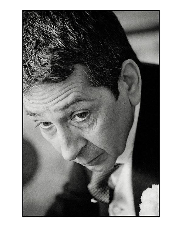 Actor Roshan Seth at the Taj Mahal Hotel, Mumbai. For Society Magazine by Siddharth Siva. Scan from 35mm b/w negative. Roshan Seth, Indian actor at the Taj Mahal Hotel, mumbai, India.<br />