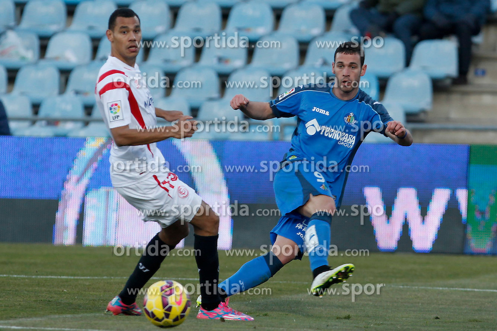 08.02.2015, Coliseum Alfonso Perez, Madrid, ESP, Primera Division, FC Getafe vs FC Sevilla, 22. Runde, im Bild Getafe&acute;s Alvaro (R) and Sevilla&acute;s Kolo // uring the Spanish Primera Division 22nd round match between Getafe FC and Sevilla FC at the Coliseum Alfonso Perez in Madrid, Spain on 2015/02/08. EXPA Pictures &copy; 2015, PhotoCredit: EXPA/ Alterphotos/ Victor Blanco<br /> <br /> *****ATTENTION - OUT of ESP, SUI*****