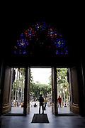 Sao Paulo_SP, Brasil...Homem na porta da Catedral da Se em Sao Paulo...A man in the door of Catedral da Se in Sao Paulo...Foto: MARCUS DESIMONI /  NITRO