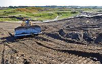 NIEUWE MEER - De nieuwe golfbaan bij Schiphol, Amsterdam International,  gelegen tussen de A9 en Nieuwe Meer, moet in juli 2012 open zijn.  COPYRIGHT KOEN SUYK