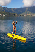 Woman, Stand-up surfing, Kaneohe Bay, Oahu, Hawaii, MR