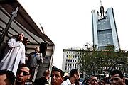 Frankfurt am Main | 20.04.2011..Am Mittwoch (20.04.2011) versammelten sich etwa 3000 ueberwiegend junge Musliminnen und Muslime zu einer Kundgebung mit Reden der radikalen Ismalisten Pierre Vogel (Abu Hamza) und Dr. Abu Bilal Philips auf dem Rossmarkt in Frankfurt am Main. Hier: Pierre Vogel (links, mit Mikrofon in der Hand) haelt eine Rede, rechts der Turm der Commerzbank...©peter-juelich.com..[No Model Release | No Property Release]