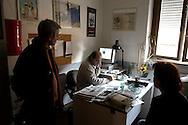 Roma  4 Febbraio 2005.Conferenza stampa nelle sede del giornale Il Manifesto,in  via Tomacelli, per il rapimento di Giuliana  Sgrena  inviata del giornale in Iraq. Gabriele Polo, direttore del Il Manifesto nella sua stanza