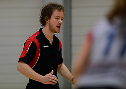 10-11-2013 VOLLEYBAL: VV ALTERNO - VC WEERT: APELDOORN<br /> Alterno wint met 3-0 van Weert / Coach Bram Leijssenaar<br /> &copy;2013-FotoHoogendoorn.nl