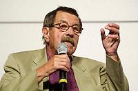 """22 AUG 2005, BERLIN/GERMANY:<br /> Guenter Grass, Autor, waehrend einer Diskussion zum Thema """"7 Jahre rot-gruene Kulturpolitik"""", Palais der Kulturbrauerei<br /> IMAGE: 20050822-03-078<br /> KEYWORDS: Günter Grass"""