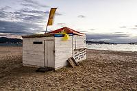 Barraca para venda de alimentos e bebidas na Praia de Ponta das Canas. Florianópolis, Santa Catarina, Brasil. / Food and beverage stall at Ponta das Canas Beach. Florianopolis, Santa Catarina, Brazil.