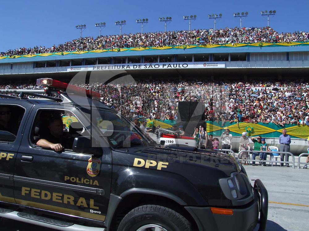 SÃO PAULO, SP, SEGUNDA-FEIRA, 07 DE SETEMBRO DE 2009 - DESFILE DA INDEPENDENCIA EM SP - Desfile cívico em comemoração da Independencia do Brasil no Sambódramo do Anhembi em São Paulo (FOTO: BRAZIL PHOTO PRESS).