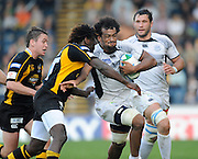 Wycombe, GREAT BRITAIN, Wasps, Eoin REDDAn and Paul SCAKEY move into tackle Castres, Steve MALONGA, during the Heineken Cup [Pool 1]  Rugby Match,  London Wasps vs Castres Olympiqueplayed at Adams Park Stadium on Sun, 12.10.2008 [Photo, Peter Spurrier/Intersport-images]