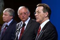 26 APR 2004, BERLIN/GERMANY:<br /> Michael Sommer (L), Vorsitzender Deutscher Gewerkschaftsbund, Guenter Verheugen (M), Kommissar der Europaeischen Union fuer die Osterweiterung der Union, und Franz Muentefering (R), SPD Parteivorsitzender, waehrend einer Pressekonferenz zur Sitzung des SPD Gewerkschaftsrates, Willy-Brandt-Haus<br /> IMAGE: 20040426-03-028<br /> KEYWORDS: Franz Müntefering, Günter Verheugen