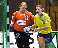 (DIG D30) - Bækkelagets keeper Esther Skibelund og Austra Fridrikas jubler etter strafferedning mot E.S.B.F. Besancon.