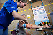 Nederland, Nijmegen, 19-7-2010100l deelnemers aan de 4daagse, vierdaagse, doen mee aan een wetenschappelijk onderzoek van het umc radboud, olv prof. Maria Hopman. Doel is te onderzoeken wat het effect op de gezondheid is bij vier dagen lopen op wandelaars met een hartgeschiedenis. Hun bloed, urine en gewicht wordt op verschillende waarden en momenten onderzocht. Ook krijgen ze een hartslagmeter om hun arm.The International Four Day Marches Nijmegen (or Vierdaagse) is the largest marching event in the world. It is organized every year in Nijmegen mid-July as a means of promoting sport and exercise. Participants walk 30, 40 or 50 kilometers daily, and on completion, receive a royally approved medal, Vierdaagsekruisje. The participants are mostly civilians, but there are also a few thousand military participants. The maximum number of 45,000 registrations has been reached. More than a hundred countries have been represented in the Marches over the years.Also a scientific research is held amongst participants who have a history of hart diseases, in order to measure the effects of four days walking on their health.Foto: Flip Franssen