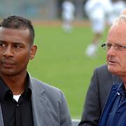 NLD/Amsterdam/20070526 - Suriprofs - Jong Oranje 2007, trainer Foppe de Haan in gesprek met Aron Winter