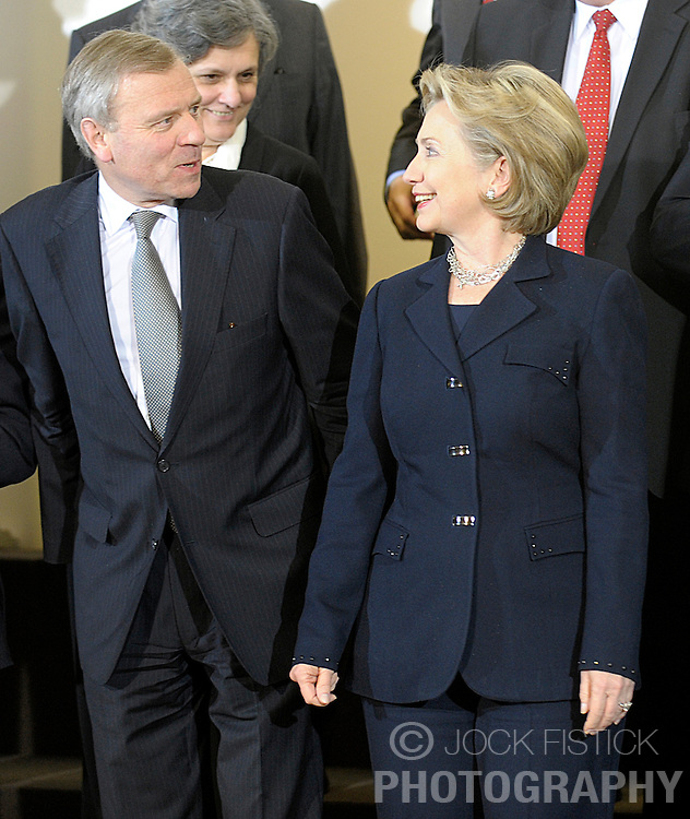 Hillary Clinton, the U.S. secretary of state, speaks with Jaap de Hoop Scheffer, secretary general of NATO, during a foreign ministers meeting at NATO headquarters in Brussels, Thursday, March 5, 2009. (Photo © Jock Fistick)