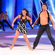 NLD/Hilversum/20130209 - Finale Sterren Dansen op het IJs 2013, Laura Ponticorvo met schaatspartner Joel Geleynse en dansers