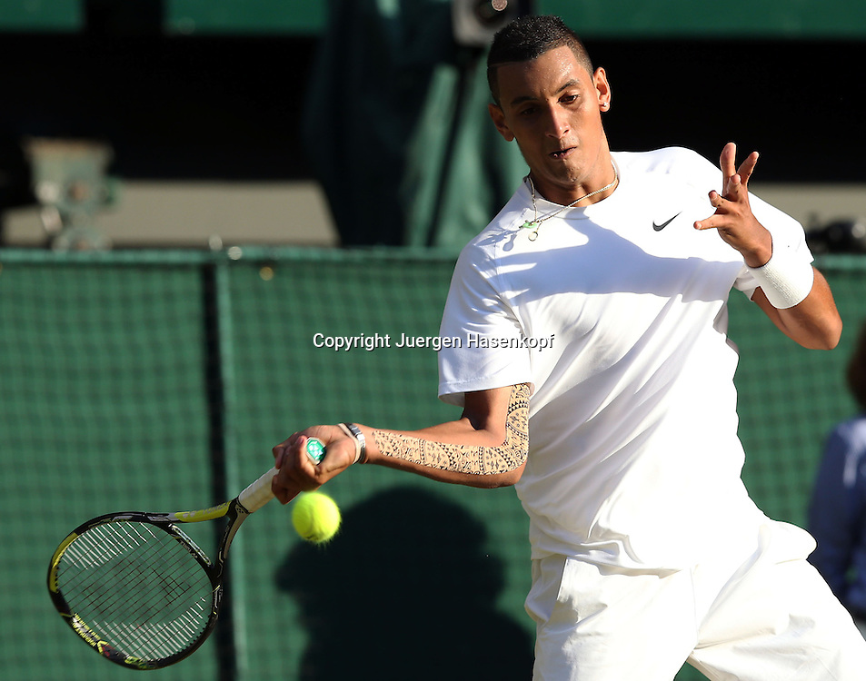 Wimbledon Championships 2014, AELTC,London,<br /> ITF Grand Slam Tennis Tournament,<br /> Nick Kyrgios (AUS),Aktion,Einzelbild,Halbkoerper,Querformat,Kinesiotape mit Aboriginal Design am Arm,kurios,