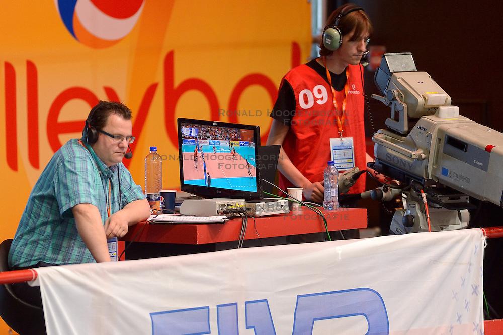 20150607 NED: World League Nederland - Belgie, Den Bosch <br /> Belgie verslaat Nederland met duidelijke cijfers, 3-0 / TV media FIVB Raymond Koning