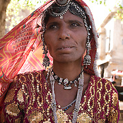 Rajasthani woman dressed in tipical costume in Jaisalmer, Rajasthan, India