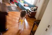 Belo Horizonte_MG, Brasil...Garota em uma casa...A girl in the house...Foto: LEO DRUMOND / NITRO