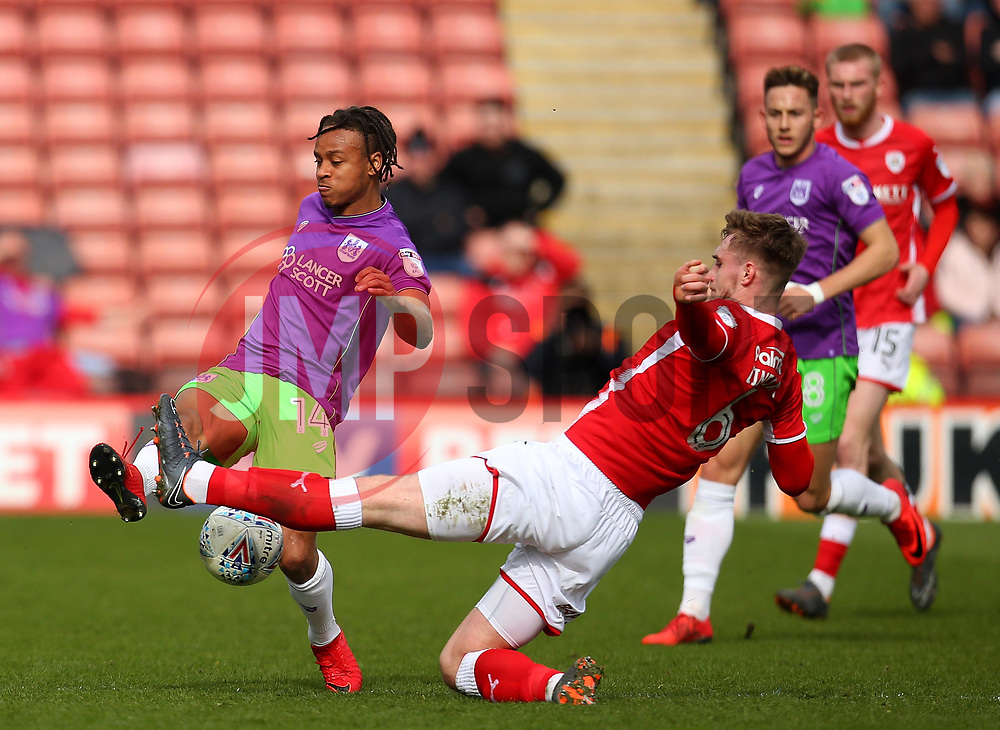 Bobby Reid of Bristol City takes on Liam Lindsay of Barnsley - Mandatory by-line: Robbie Stephenson/JMP - 30/03/2018 - FOOTBALL - Oakwell Stadium - Barnsley, England - Barnsley v Bristol City - Sky Bet Championship