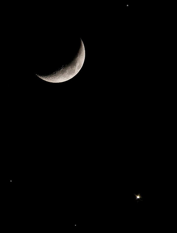 This is a combined image. Venus was about in this position, below the moon, but required a much longer exposure than the moon.
