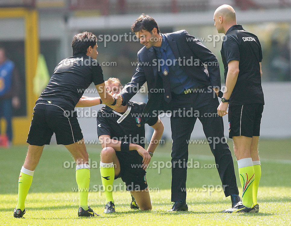 01.04.2012, Stadion Giuseppe Meazza, Mailand, ITA, Serie A, Inter Mailand vs FC Genua 1893, 30. Spieltag, im Bild Andrea Stramaccioni Inter trainer // during the football match of Italian 'Serie A' league, 30Xth round, between Inter Mailand and FC Genua 1893 at Stadium Giuseppe Meazza, Milan, Italy on 2012/04/01. EXPA Pictures © 2012, PhotoCredit: EXPA/ Insidefoto/ Paolo Nucci..***** ATTENTION - for AUT, SLO, CRO, SRB, SUI and SWE only *****