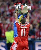 FUSSBALL  CHAMPIONS LEAGUE  SAISON 2012/2013  FINALE  Borussia Dortmund - FC Bayern Muenchen         25.05.2013 Champions League Sieger 2013 FC Bayern Muenchen: Xherdan Shaqiri (FC Bayern Muenchen) jubelt mit dem Pokal