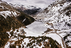 THEMENBILD - Blick auf den Gebirgspass Staller Sattel und dem zugefrorenen Obersee am Grenzübergang, aufgenommen am 30. Mai 2019, Sankt Jakob in Defereggenl, Österreich // View to the mountain pass Staller Sattel and the frozen Obersee at the border crossing on 2019/05/30, Sankt Jakob in Defereggen, Austria. EXPA Pictures © 2019, PhotoCredit: EXPA/ JFK