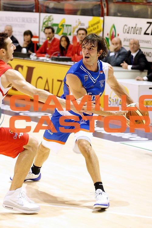 DESCRIZIONE : Livorno Lega A2 2008-09 Carmatic Pistoia Enel Brindisi<br /> GIOCATORE : Parente Daniele<br /> SQUADRA : Enel Brindisi<br /> EVENTO : Campionato Lega A2 2008-2009<br /> GARA : Carmatic Pistoia Enel Brindisi<br /> DATA : 02/11/2008<br /> CATEGORIA : Palleggio<br /> SPORT : Pallacanestro<br /> AUTORE : Agenzia Ciamillo-Castoria/Stefano D'Errico