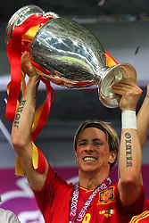 01.07.2012, Olympia Stadion, Kiew, UKR, UEFA EURO 2012, Spanien vs Italien, Finale, im Bild FERNANDO TORRES (ESP), Jubel, mit Pokal // during the UEFA Euro 2012 Final Match between Spain and Italy at the Olympic Stadium, Kiev, Ukraine on 2012/07/01. EXPA Pictures © 2012, PhotoCredit: EXPA/ Newspix/ Tomasz Jastrzebowski..***** ATTENTION - for AUT, SLO, CRO, SRB, SUI and SWE only *****