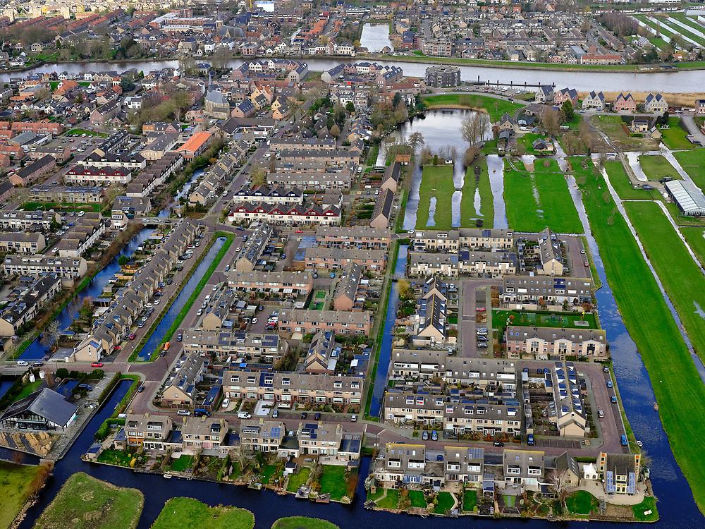 Nederland, Zuid-Holland, Krimpenerwaard, 25-02-2020; Gouderak aan de Hollandsche IJssel. Nieuwbouwwijk. Het stratenpatroon volgt de lijnen van de oorspronkelijk verkaveling van de veenweide polder.<br /> Gouderak on the Hollandsche IJssel with new housing estate. The street pattern follows the lines of the original parcellation of the peat meadow polder.<br /> <br /> luchtfoto (toeslag op standard tarieven);<br /> aerial photo (additional fee required)<br /> copyright © 2020 foto/photo Siebe Swart