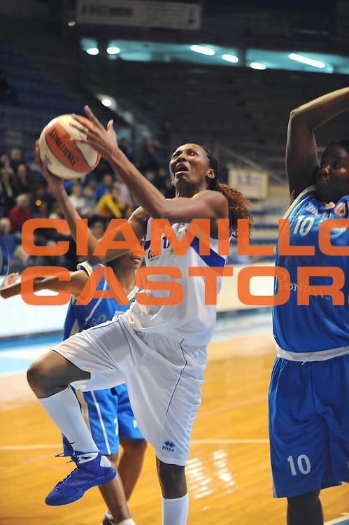 DESCRIZIONE : Faenza LBF Club Atletico Faenza GMA Phonica Pozzuoli<br /> GIOCATORE : Geraldine Robert<br /> SQUADRA : Club Atletico Faenza <br /> EVENTO : Campionato Lega Basket Femminile A1 2009-2010<br /> GARA : Club Atletico Faenza GMA Phonica Pozzuoli<br /> DATA : 24/10/2009 <br /> CATEGORIA : tiro<br /> SPORT : Pallacanestro <br /> AUTORE : Agenzia Ciamillo-Castoria/M.Marchi<br /> Galleria : Lega Basket Femminile 2009-2010<br /> Fotonotizia : Faenza LBF Club Atletico Faenza GMA Phonica Pozzuoli<br /> Predefinita :