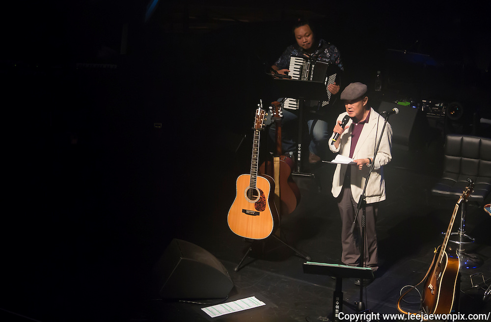 South Korean poet Jeong Hee-sung (front) recites his poem as a jazz pianist and accordionist Slki Lim plays accordian during a showcase for South Korean singer-songwriter Baekja's third album at Seongsu art-hall in Seoul, South Korea, September 8, 2016. Photo by Lee Jae-Won (SOUTH KOREA)  www.leejaewonpix.com