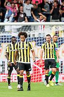 TILBURG - Willem II - Vitesse , Voetbal , Seizoen 2015/2016 , Eredivisie , Koning Willem II Stadion , 09-08-2015 , Spelers Vitesse speler Marvelous Nakamba (l) Izzy Brown ,  Guram Kashia (2e r) en Vitesse keeper Eloy Room (r) balen van de 1-0 tegen