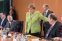 20 JUN 2018, BERLIN/GERMANY:<br /> Angela Merkel (M), CDU, Bundeskanzlerin, und Olaf Scholz (dahinter), SPD, Bundesfinanzminister, vor Beginn der Kabinettsitzung, Bundeskanzleramt<br /> IMAGE: 20180620-01-029<br /> KEYWORDS: Kabinett, Sitzung
