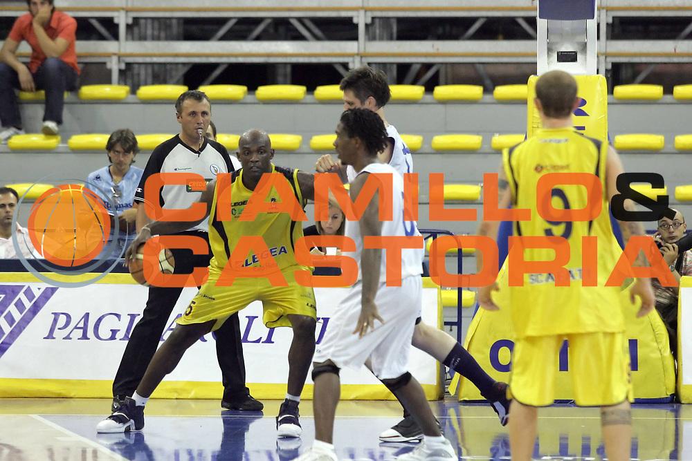 DESCRIZIONE : Scafati Lega A1 2007-08 Torneo Mangano Lamanna Legea Scafati Solsonica Rieti<br /> GIOCATORE : Marco Bernard Killingsworth<br /> SQUADRA : Legea Scafati<br /> EVENTO : Campionato Lega A1 2007-2008 <br /> GARA : Legea Scafati Solsonica Rieti <br /> DATA : 15/09/2007 <br /> CATEGORIA : Penetrazione<br /> SPORT : Pallacanestro <br /> AUTORE : Agenzia Ciamillo-Castoria/A. De Lise <br /> Galleria : Lega Basket A1 2007-2008 <br /> Fotonotizia : Scafati Lega A1 2007-08 Torneo Mangano Lamanna Legea Scafati Solsonica Rieti<br /> Predefinita :