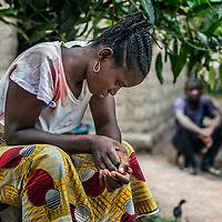 19/04/2014. Quartier de Kango II. Gueckedou. Guin&eacute;e Conakry.  <br /> <br /> Suite &agrave; un appel, une &eacute;quipe de MSF va chez Finda Marie Kamano, 33 ans, elle ressent une grande faiblesse, avec des vomissements et dysenterie. Avec la fi&egrave;vre, et les saignements de nez, ce sont les sympt&ocirc;mes provoqu&eacute;s par le virus Ebola.<br /> <br /> <br /> Le regard perdu Finda Marie montre des signes &eacute;vidents de grande fatigue, l'&eacute;quipe de MSF d&eacute;cide de l'emmener au centre de prise en charge pour l'isoler du reste de sa famille et lui faire le test qui d&eacute;terminera la pr&eacute;sence ou pas du virus.<br /> <br /> Following a call, an MSF team goes to consult Finda Marie Kamano, 33 years, she feels great weakness with vomiting and dysentery. With fever, and nose bleeds, what the symptoms are caused by the Ebola virus.<br /> <br /> Her look lost Finda Mary shows obvious signs of fatigue, the MSF team decides to bring her to the center of care to insulate the rest of his family and make him test that determines the presence or absence of virus.<br /> <br /> &copy;Sylvain Cherkaoui/Cosmos/MSF