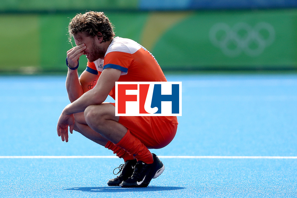RIO DE JANEIRO, BRAZIL - AUGUST 18:  Bob de Voogd #19 of Netherlands looks on after being defeated by Germany in penalty shootouts during the Men's Hockey Bronze medal match at the Olympic Hockey Centre on Day 13 of the 2016 Rio Olympic Games on August 18, 2016 in Rio de Janeiro, Brazil.  (Photo by Sean M. Haffey/Getty Images)